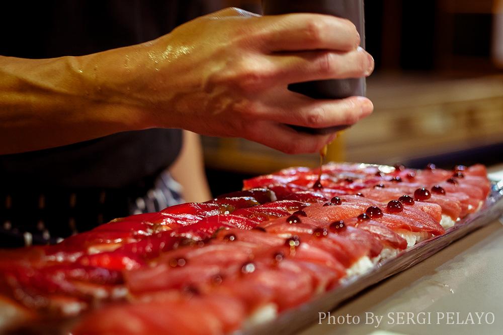 sushi de atún crudo, marinado y ahumado